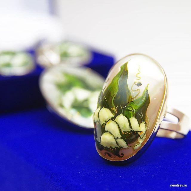 """Набор """"Ландыши"""", перламутр, ручная роспись. #украшенияназаказ #перламутр #лаковаяминиатюра #роспись #украшения #украшенияназаказ #jewelry"""