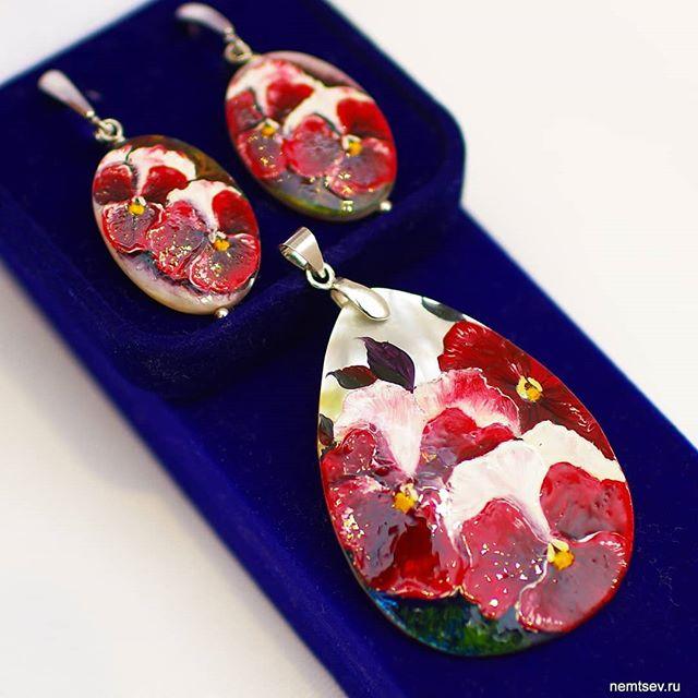 """Набор """"Анютины глазки"""", перламутр, масло. Сделаю на заказ. #украшенияназаказ #псков #перламутр  #украшенияручнойработы #украшения #бижутерияручнойработы #бижутерия  #кулоны #серьги #браслеты #jewelry #pskov"""